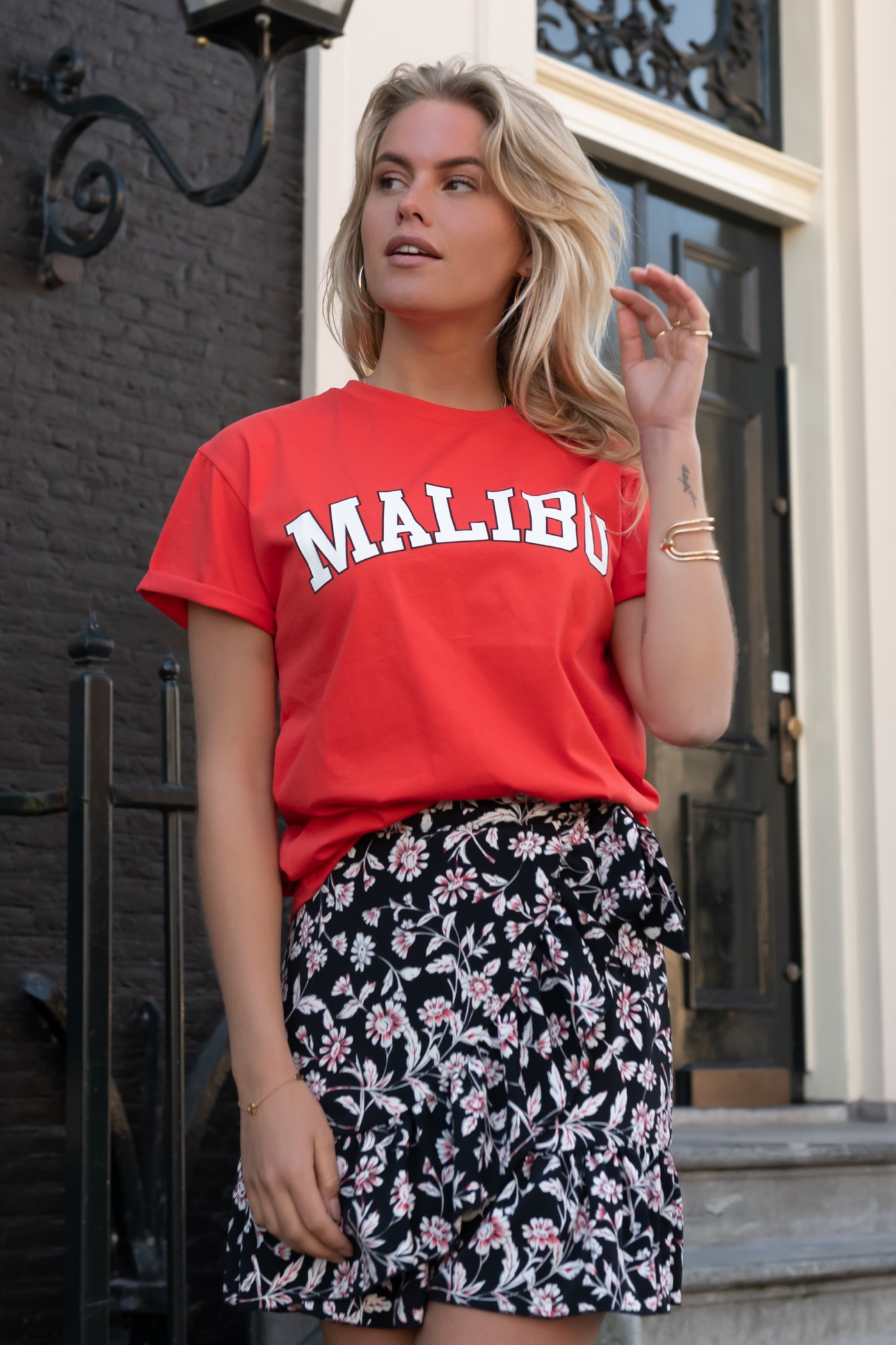 Rood dames t-shirt met Malibu print Colourful Rebel - Malibu Boxy