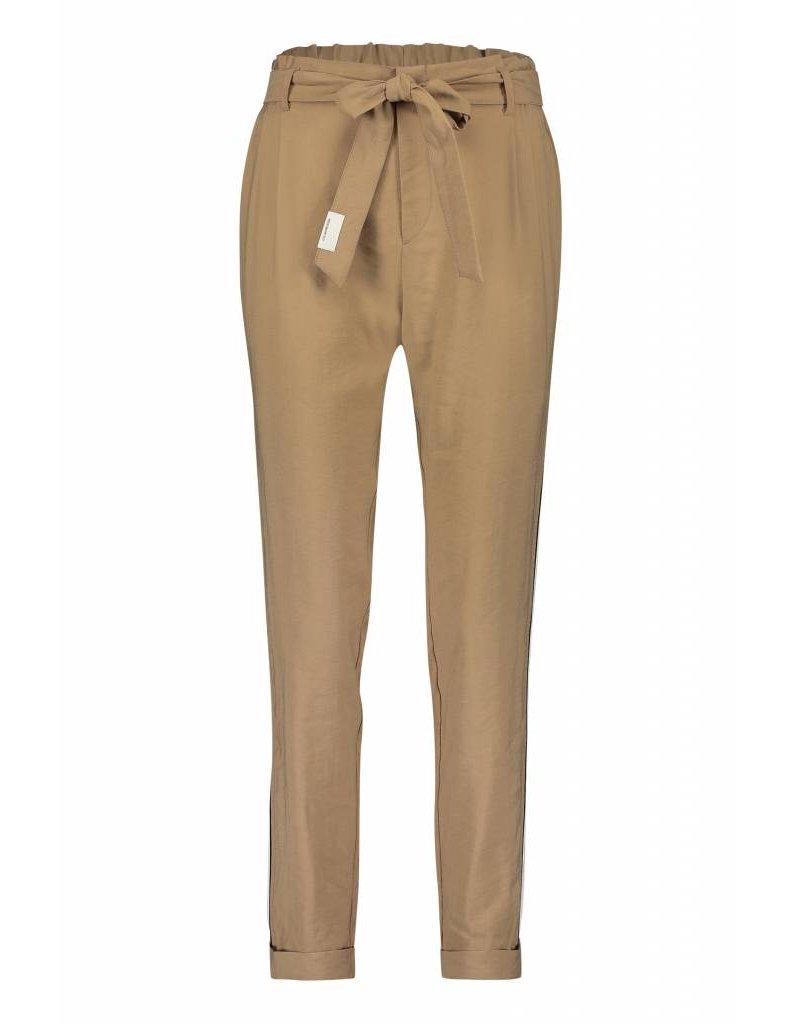 Beige pantalon met streep Penn & Ink - S19N445